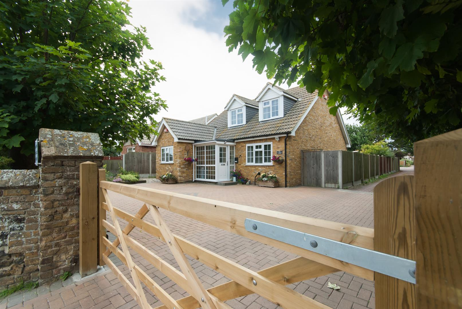 4 Bedrooms Chalet House for sale in Minster Road, WESTGATE-ON-SEA
